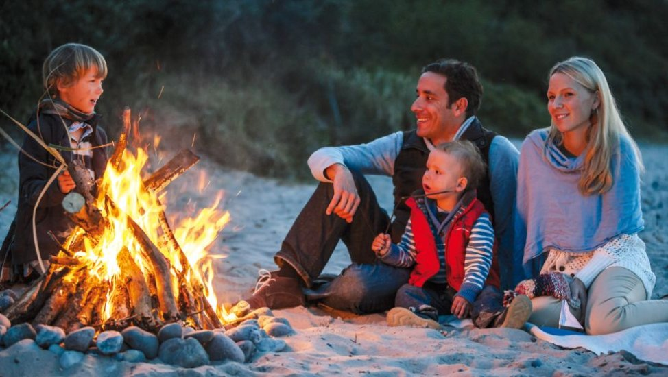 Idyllic campfire at the beach, © TMV, Timo Roth