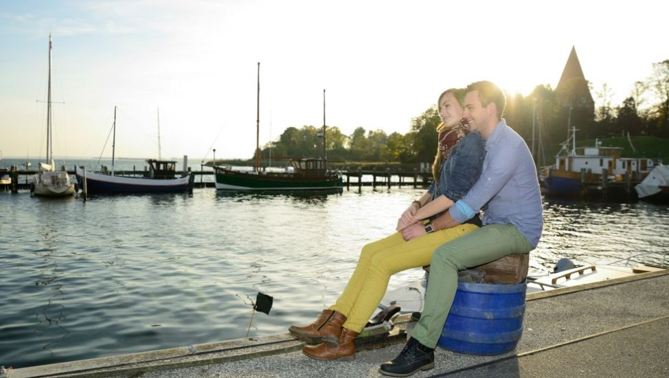 Young couple in the harbour of Kirchdorf, © Kurverwaltung Ostseebad Insel Poel