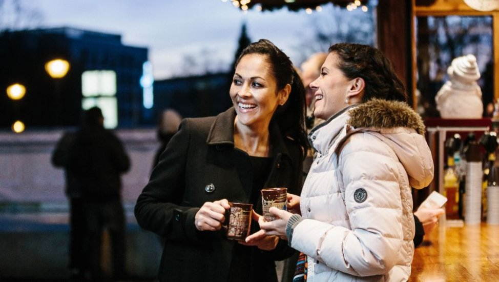 Drinking a hot wine on the christmas market, © TMV, Timo Roth