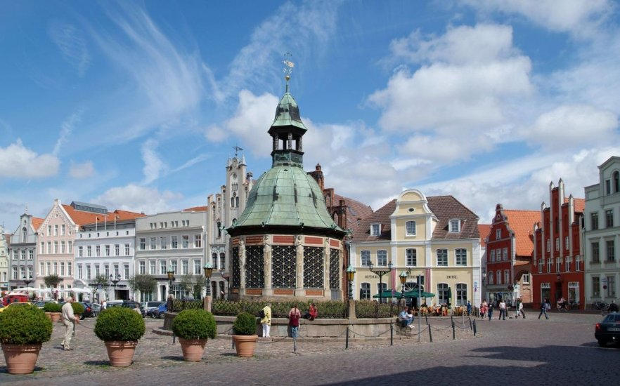 Marketplace in the Hanseatic city of Wismar, © Volster & Presse Hansestadt Wismar