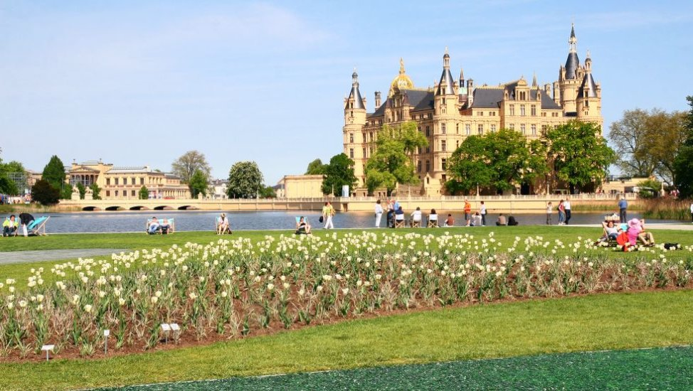 Floating meadow with a view to the castle of Schwerin, © Marieke Sobiech